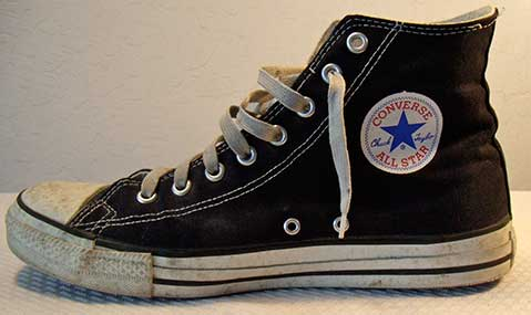 Girl with converse chuck taylor - 4 10