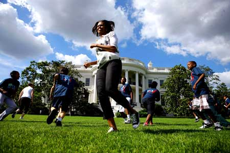 Michele Obama cavorting on the White House lawn