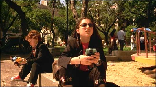 Juni and Carmen are waiting in a park